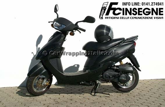 Scooter-Nero-Opaco-e-Carbonio-001