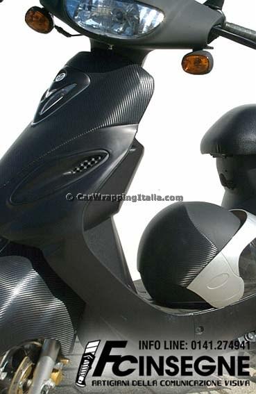 Scooter-Nero-Opaco-e-Carbonio-004